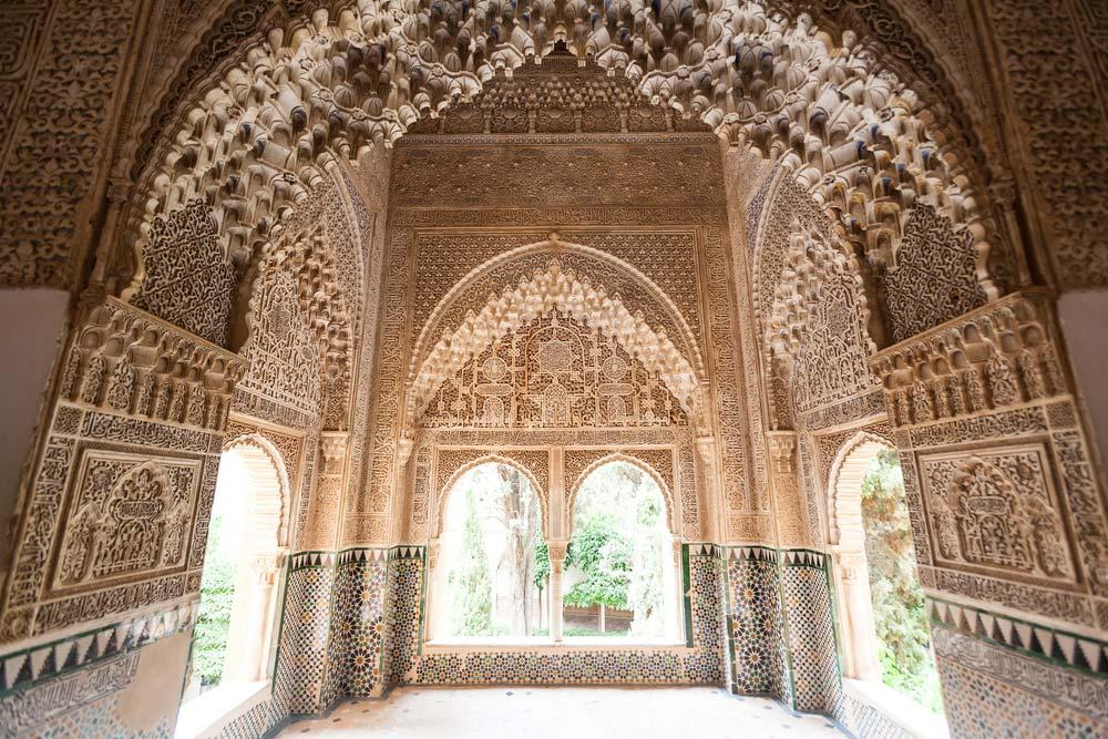 Detalle en Patio de los Leones en la Alhambra de Granada