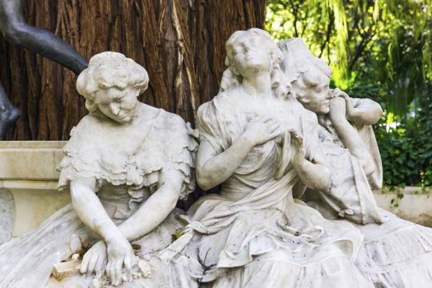 Las Damas de Bécquer en el Parque María Luisa en Sevilla